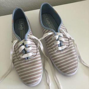 Skechers size 10 sneakers!